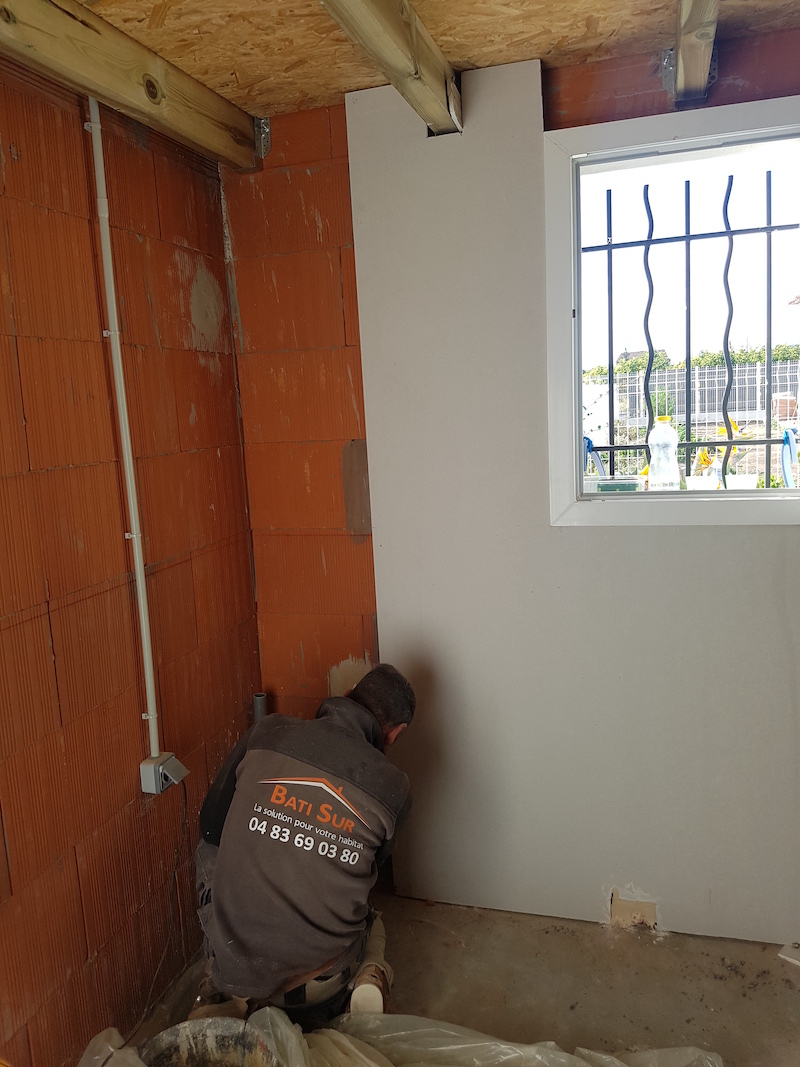 Pose placo isolant aménagement garage