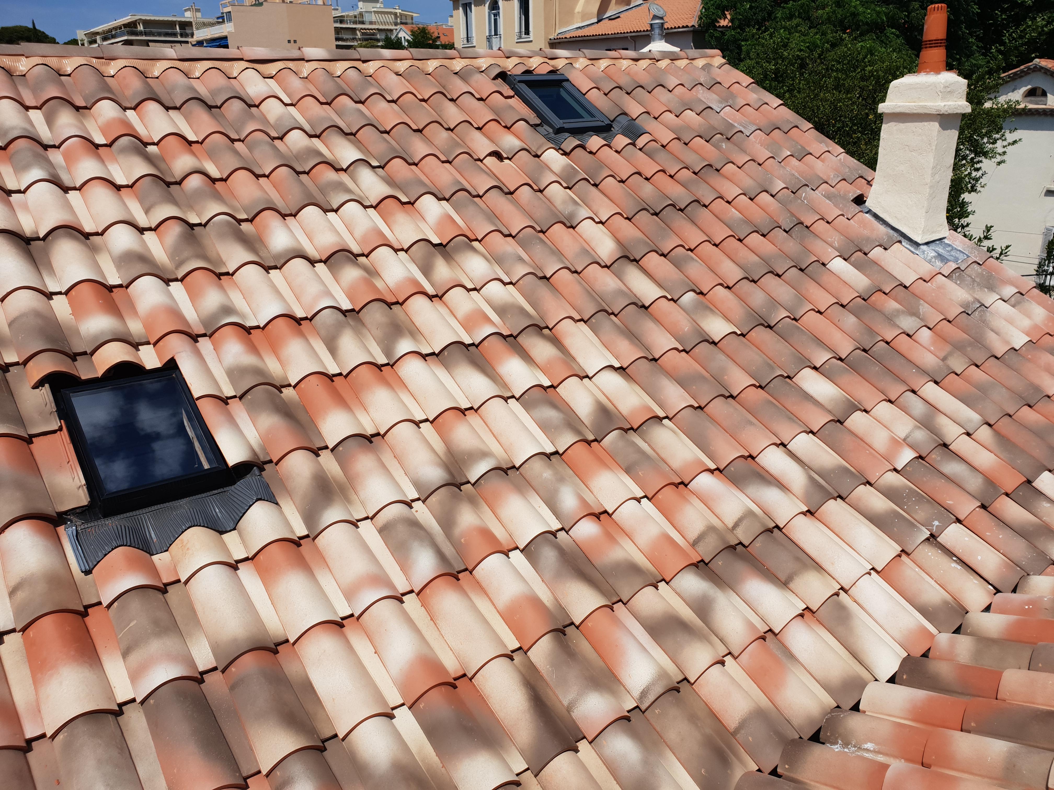 toiture avec flexoutuiles et chassis de toit