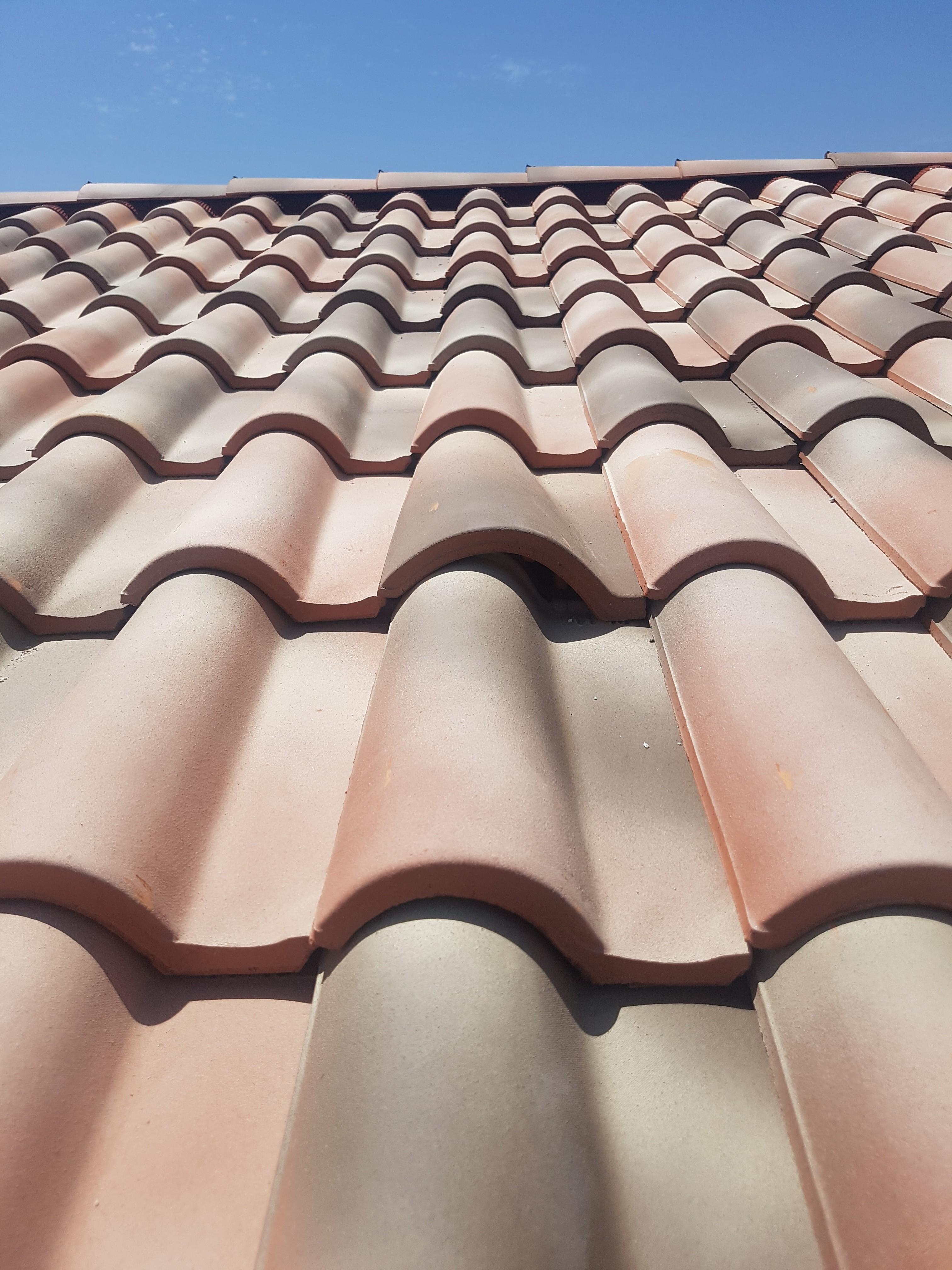 toiture avec tuiles romane